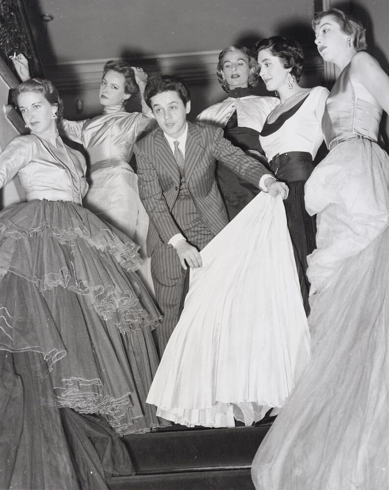 roberto capucci with his models