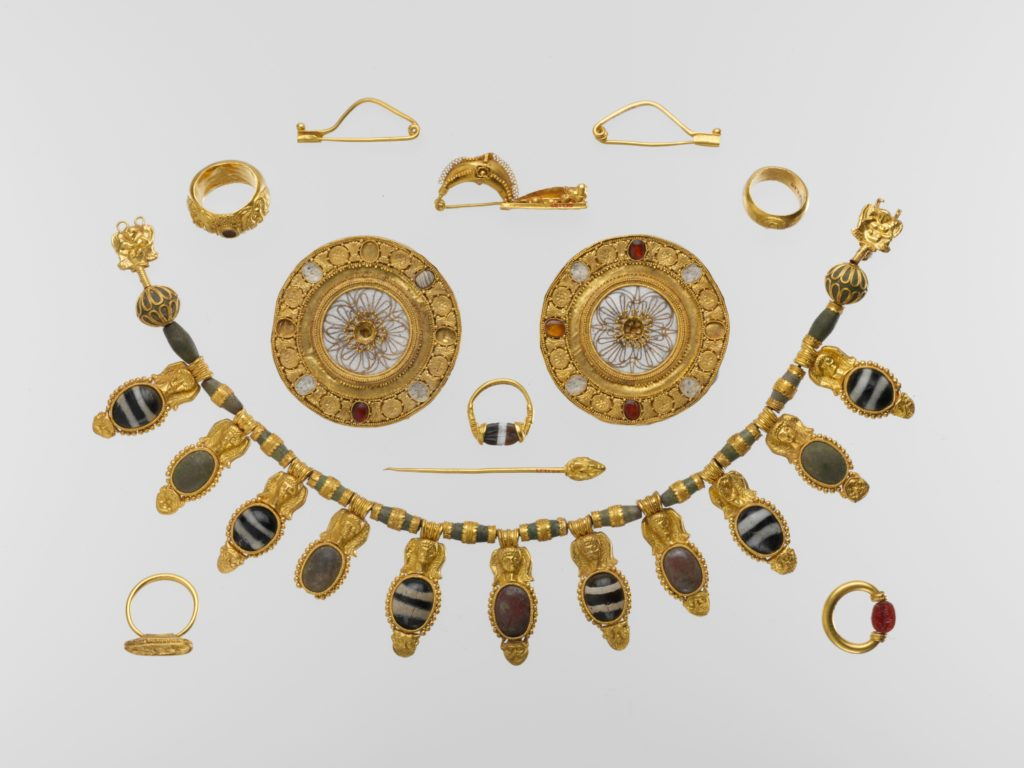 Entruscan gold jewelry