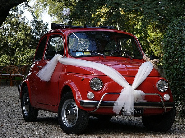Italian Wedding Traditions: the Bride should arrive on a special car