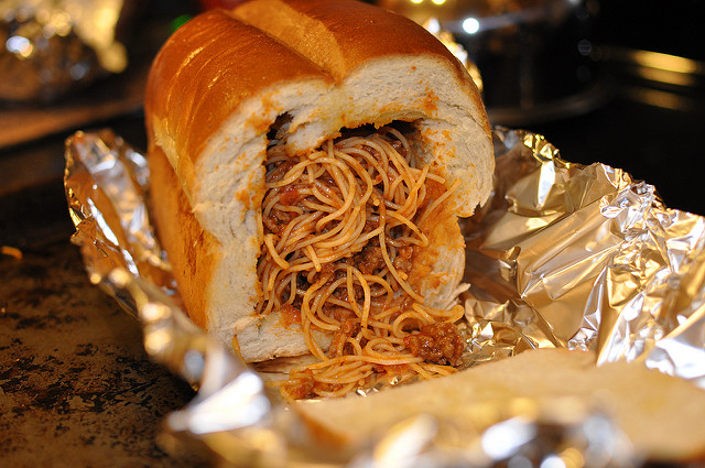 No! This garlic bread stuffed with spaghetti looks disgusting to the eye of an Italian