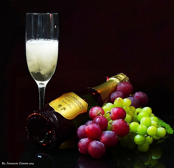 Prosecco is a sparkling wine that must be served chilled