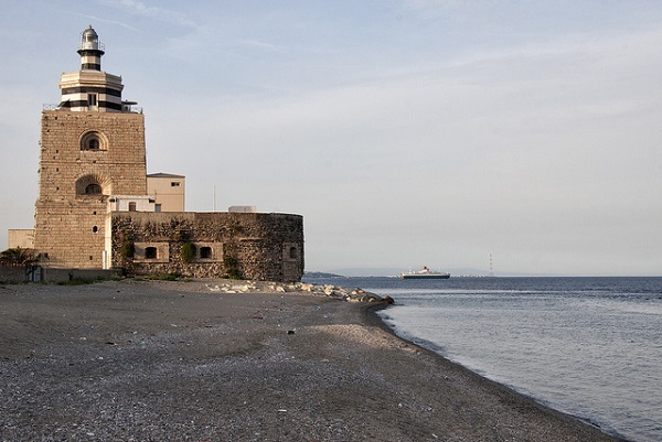 The Montorsoli Lighthouse, in the Falcata area of Messina, was built in 1547