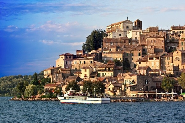 popular wedding destinations in italy: lake bracciano