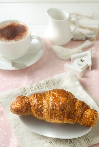 Italian eating rules: for breakfast you can have cappuccino and cornetto, forget about sausages or eggs