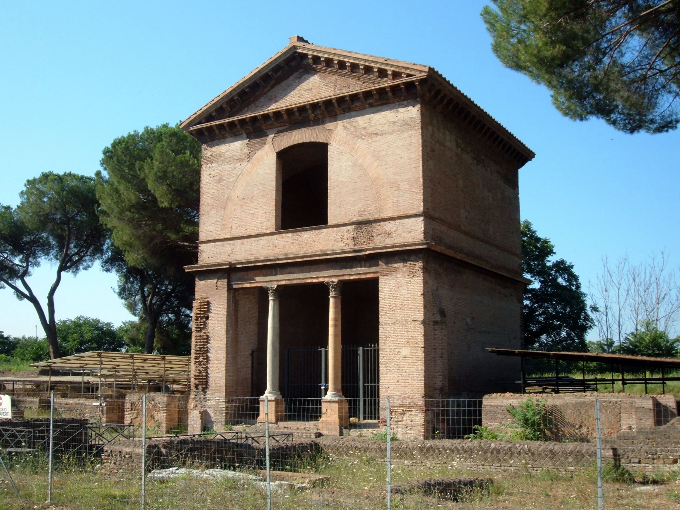 Burial Methods in Italy: the tomba dei Valerii (160 AD, ca), one of the mausolea in the Parco Tombe della via Latina