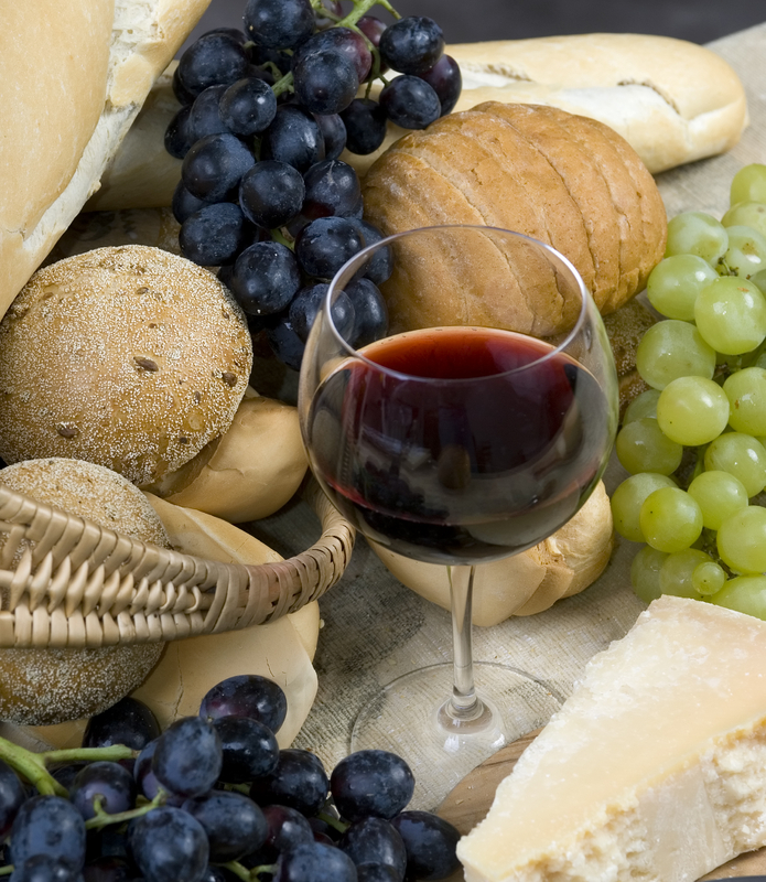 "Chianti, cheese and bread make a great ""merenda"""