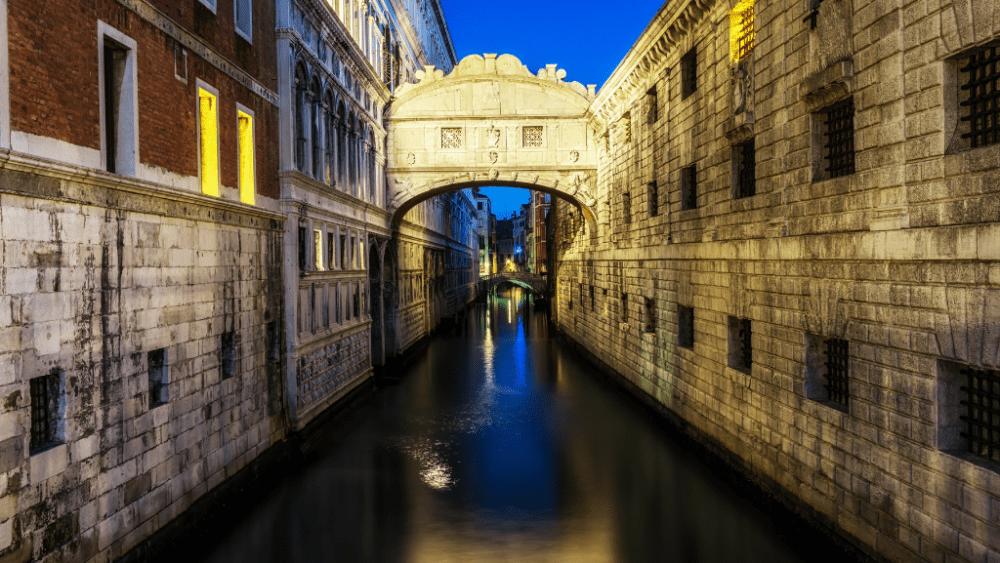 bridge of sighs venice night canal